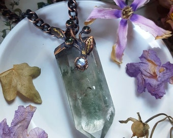 Quartz Necklace - Chlorite Quartz with Rainbow Moonstone and Serpentine - Green Garden Quartz Necklace and Antiqued Copper Leaves - Fysiteio