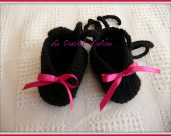 BLACK RIBBON PINK CROCHET BABY SHOES SLIPPERS