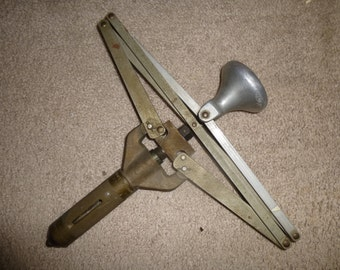 WW2 Era Aircraft Riveters Lazy Tong 8995 by Aircraft Materials Ltd of England - Funky form extends and retracts with ease