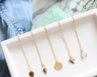 Collier basique avec petite breloque doublé or