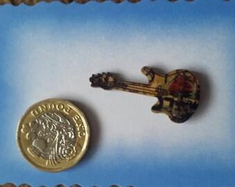 Guitar pin badge