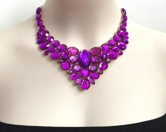 bavoir violet strass collier