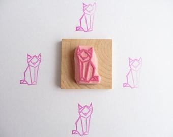 Tampon en gomme, motif chat assis origami, gravé à la main