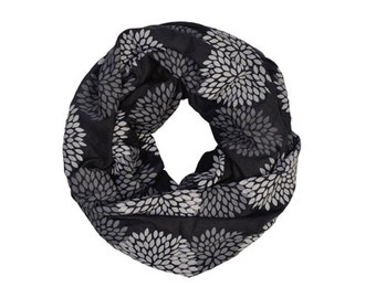 INFINITY SCARF - Gray Double Flowers on Black