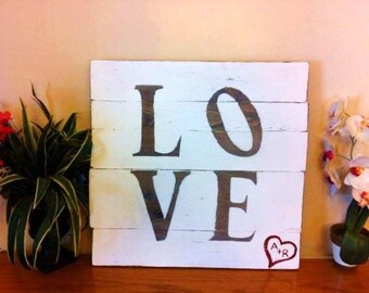 Wooden L O V E Decor, With or Without Heart / LOVE Sign