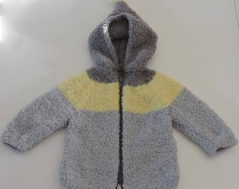 Coat (coat) knitted by hand for babies