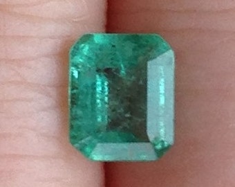 Classic Emerald 0.90 Carats 5.5x6.5mm Natural Green Gemstone with Video