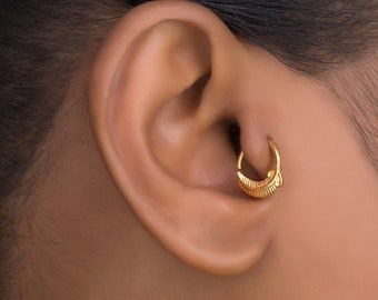 Tragus Earring. Gold Tragus Feather Earring. Small Hoop Earrings. Cartilage Earring. Helix Jewelry. Helix Hoop