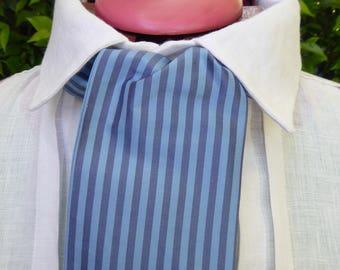 Bleu et bleu gris rayé en soie cravate, style du XIXe siècle