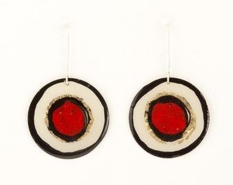Round painted earrings red and black