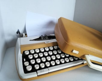 SMITH CORONA PROFILE typewriter 100 vintage 1970's made in England