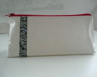 Kit in white oilcloth with pretty Ribbon no. 7