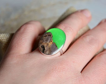 Ring with large gem made of wood and resin, bright green resin and wood jewelry, green oval gem ring, wood silver ring, green magic ring