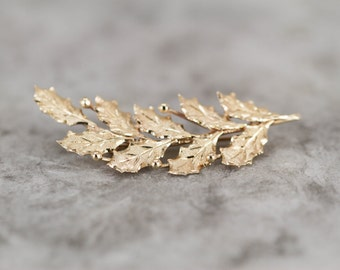 Gold Holly Leaf and Berries Pin, Perfect Christmas Gift RPJTW7-D