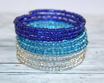 Ocean wave - transparent blue and white glass beads memory wire bracelet
