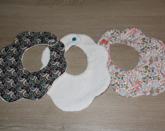 (Only 1) flower shaped baby bib