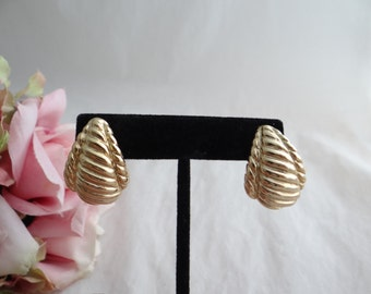 Napier Gold Tone Screwback Clip Earrings - Lovely Earrings - Classic Napier Earrings