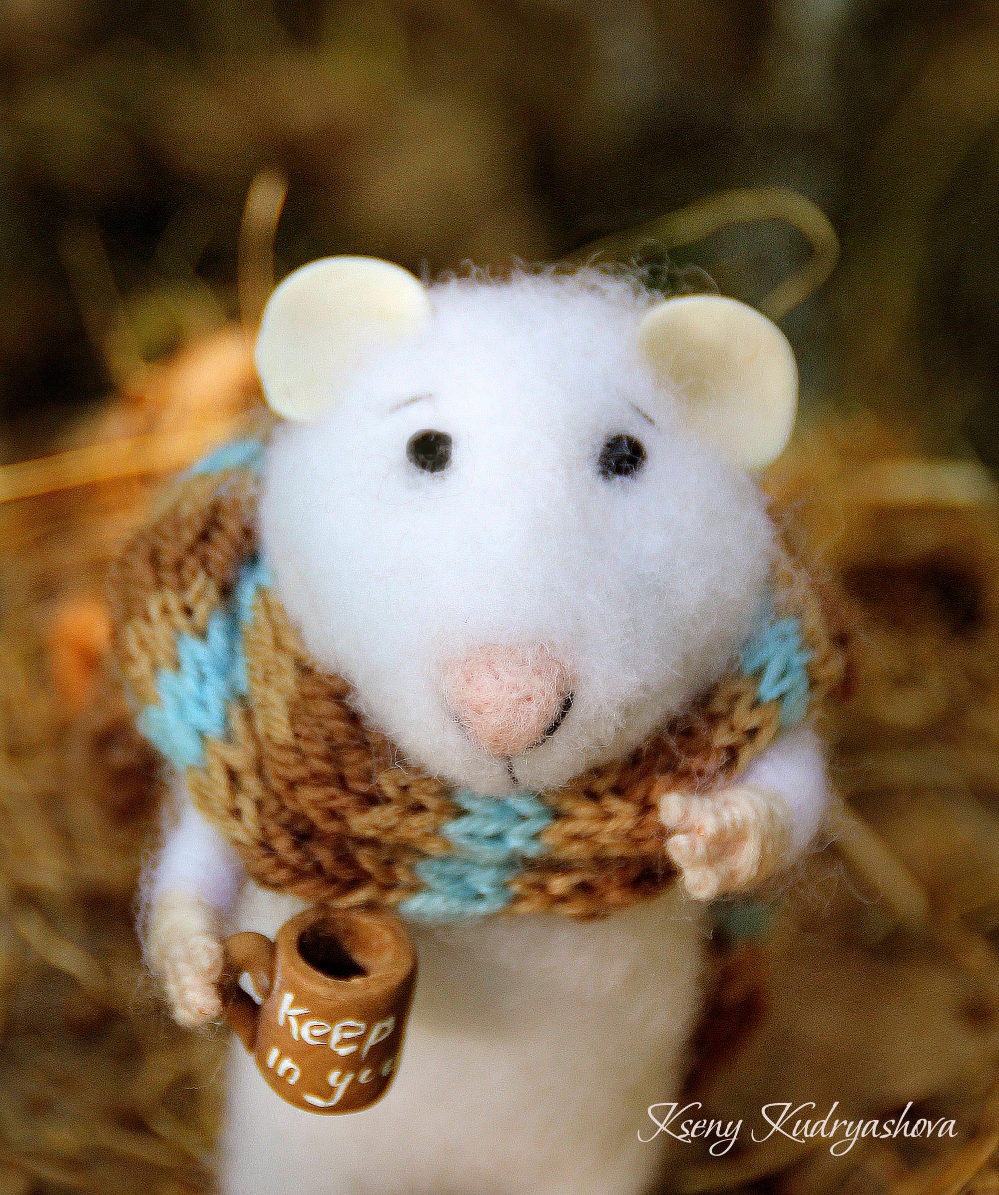 Nadelfilz Herbst Maus mit einem Becher gefilzte Maus mit Filz
