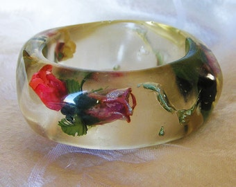 Vintage Transparent Lucite Bangle Bracelet Embedded with Artificial Roses. It is a Huge and Chunky Bangle. Interior diameter 3 inches (D2)