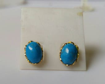 Blue dyed Howlite in gold
