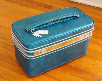 Primo Train Case by Samsonite -- Deep Teal Makeup Case with Mirror & Tray -- Adorable Vintage Luggage
