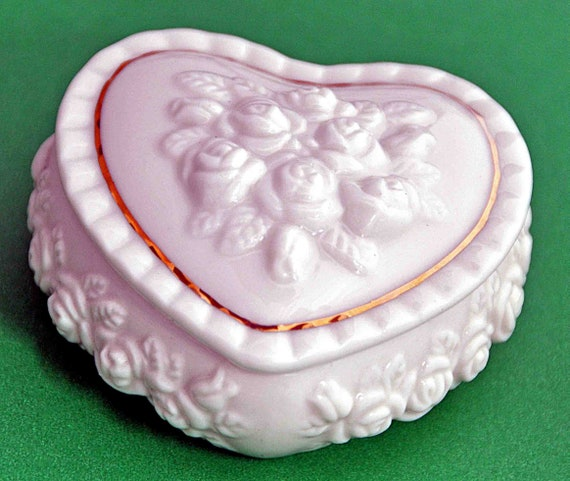 Collectible Covered Ceramic HEART SHAPED BOX with Embossed Flowers with Gold Trim for Earrings Exc. Vintage Condition