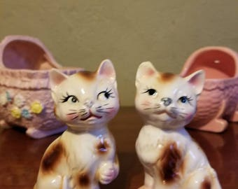 Adorable Anthropomorphic  Kitchy Kittens Salt and Pepper Shakers Made in Japan