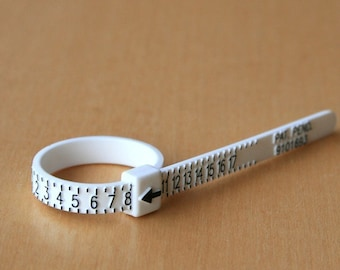 Ring Sizer - Plastic and Reusable - Determine Your Ring Size - Gauge Finger Sizer - Men Women and Child Size - Measure Check Your Ring Size