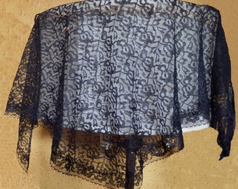 Antique lace ladies scarf