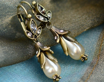 Bridal Lily Earrings, Pearl Earring, Wedding Earrings, Wedding Jewelry, Pearl Jewelry, Bridal Earrings, Flower Jewelry, Bridal Jewelry E1159