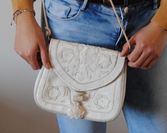 Small shoulder bag leather painted white - floral embroidery