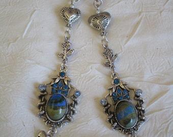 """Boucles d'oreilles en métal argenté et perles lampwork """"Longs pendants avec pierres et strass"""""""