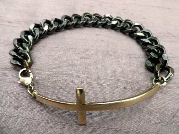 Boho Goth style chain bracelet in grey metal with gold tone cross