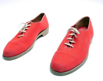 Vintage Red Canvas Shoes// Casual Women's Shoes// Red Oxfords// Lace up Shoes// 9N size