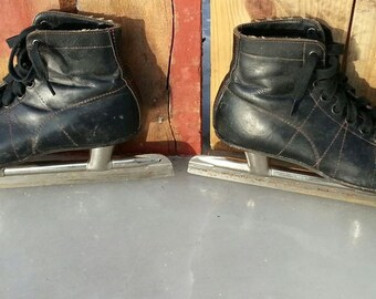 Planert 1950's Vintage / Antique Ice Skates advertised as Racing Hockey Figure Rink skates Black leather w quality stitching Made in Canada