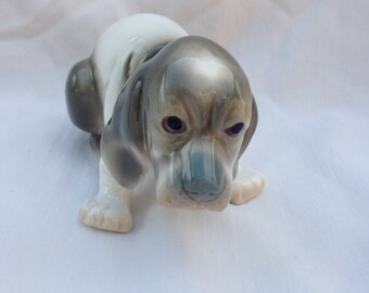 Sitting Beagle dog figurine