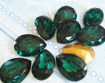 Vintage 25x18mm Pear/Teardrop Emerald Green Gold Foiled Pointed Back Faceted Glass Jewel (1 piece) 1088-EG