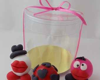 Edible fondant Valentine bubble gum / Bubble gum / valentine toppers / valentine cookies / valentine / bubble favors / party favors