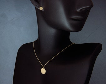 """Solid 14K Gold Disc Necklace 