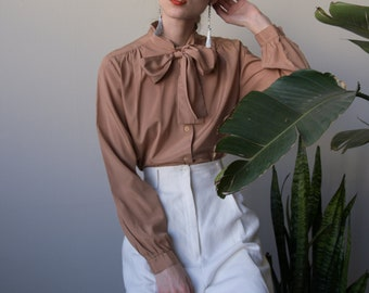 beige ascot blouse / pussy bow top / s / 3761t / B18