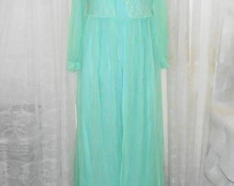 Vintage 2pc sz M LIght Mint Green Sheer Nylon NEGLIGEE / PEIGNOIR Night Gown Set w Robe ~ Union Made