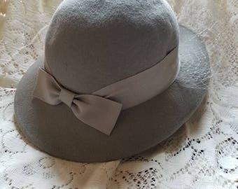 Vintage felt hat w veil, gray felt hat, wool hat, old fashion hat, flapper hat, classic ladies hat