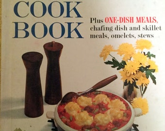 Vintage Better Homes and Gardens Casserole Cookbook, Plus One dish Meals, 1967