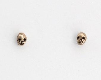 Tiny skulls studs - brass