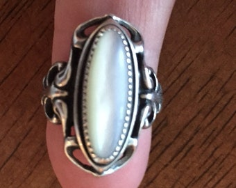 Vintage sterling Silver ladies ring   oval pearl 20mm ornate   mount size 5-1/2 weight 6.45 grams c 1940sFREESHIPPING