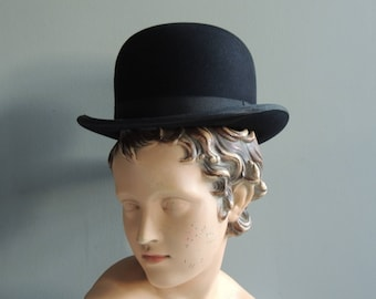 Charming and genuine antique English bowler hat in vintage black felt from the brand Robinson's London