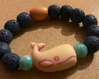 Child-size diffuser bracelet with whale pendant