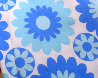 Vintage Sheet Fabric, Mod Flower,  Sheet Fabric, Reclaimed Fabric, 1970s Pop Flowers, Patchwork, Quilting, Up-cycling