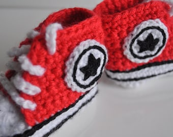Red Converse baby crochet sneakers, handmade baby booties, baby shoes, from 0 to 12 months