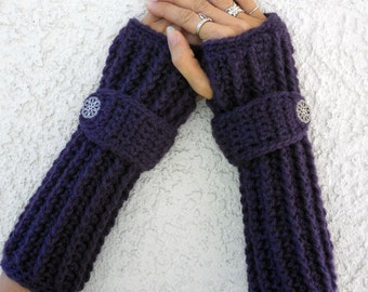 Sugar plum arm warmers, fingerless gloves, texting gloves, crochet gloves, boho gloves, hand warmers, mittens, boho fashion, button gloves